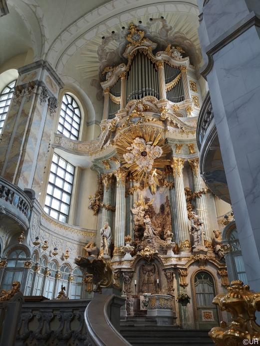 Frauenkirche - Altarraum mit Orgel