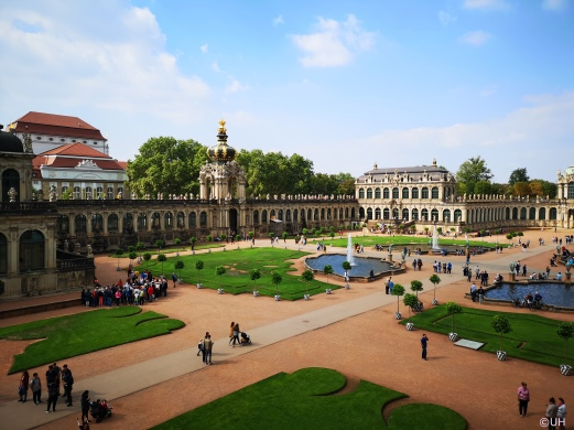 Zwingerhof mit Blick auf das Kronentor