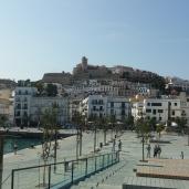 Blick vom Hafen zur Altstadt